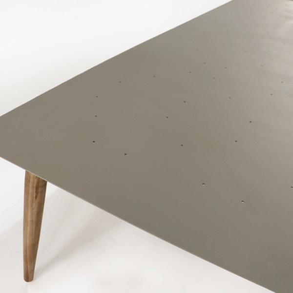 Edition dining table close up
