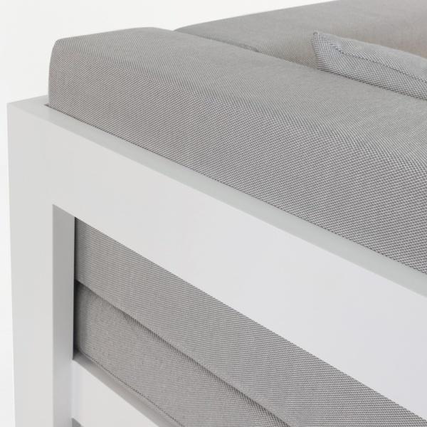 close up amalfi white aluminium