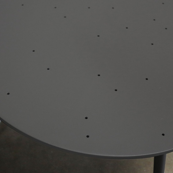 ida aluminum side table in charcoal color closeup view