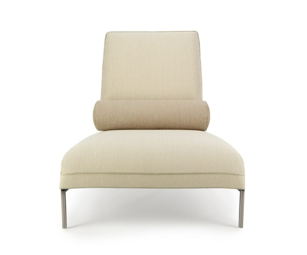 Nomade lounge chair khanami with pillow - front view